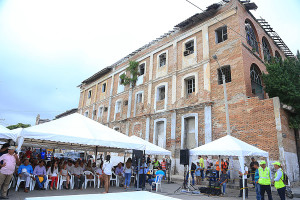 Primera piedra plaza Hospital  (3)