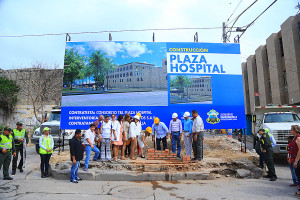 Primera piedra plaza Hospital  (8)