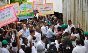 """""""A los mineros artesanales los vamos a proteger"""", pero tenemos que combatir la minería criminal, reiteró el Jefe de Estado en Andagoya, Chocó, donde compartió con la comunidad y posesionó al nuevo Ministro de Ambiente, Luis Gilberto Murillo."""