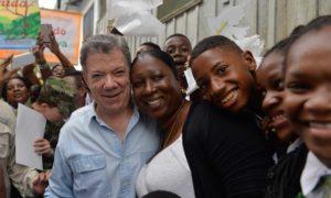 Implementar los compromisos asumidos en el Acuerdo de París, tarea del Presidente Juan Manuel Santos para el nuevo Ministro de Ambiente, Luis Gilberto Murillo, quien se posesionó este lunes con su comunidad en Andagoya, Medio San Juan, Chocó.