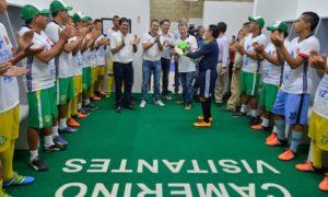 Gratitud al Presidente Santos de deportistas que se benefician con el estadio de fútbol 'Armando Tuirán Paternina', inaugurado este viernes en Sahagún, Córdoba.