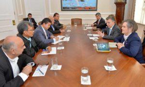 En reunión con el Presidente Juan Manuel Santos y ministros de su Gabinete, este viernes en la Casa de Nariño, los representantes de las centrales obreras reiteraron el apoyo del movimiento sindical al proceso de paz.