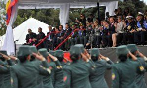 El histórico Desfile Militar de la Independencia captó la admiración del Presidente Santos y la comitiva que lo acompañó en la Avenida 68 de Bogotá.