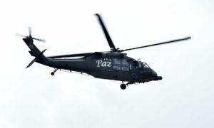 Un helicóptero Black Hawk de la Policía de Colombia, con mensajes de paz,  sobrevoló la zona capitalina en la que se celebró este miércoles el Desfile Militar con motivo del Día de la Independencia Nacional.