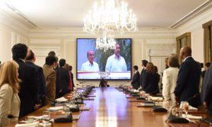 Desde la Casa de Nariño, el Consejo de Ministros en pleno siguió la transmisión del acto de firma del Acuerdo Final para la Terminación del Conflicto, cumplido este miércoles en La Habana.
