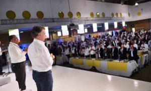 De pie y ovacionando al Presidente Juan Manuel Santos, los gobernadores del país le agradecieron sus esfuerzos y persistencia para lograr el Acuerdo Definitivo con la guerrilla de las Farc.