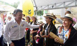 Con bailes y música típica de Santander fue recibido el Presidente Santos en el Centro de Eventos y Exposiciones Cenfer, antes de clausurar la II Cumbre de Gobernadores 2016.