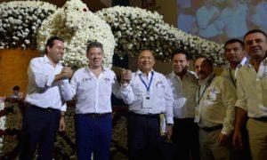 El Presidente Juan Manuel Satos es saludado por el Gobernador de Santander, Didier Tavera y por el Presidente de la Federación Nacional de Gobernadores, Amilkar Acosta.
