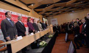 El Presidente asistió este jueves al conversatorio 'El sector privado de cara a la construcción de paz', en la Cámara de Comercio de Bogotá, en el que participó el exviceprimer ministro de Portugal, Paulo Portas.
