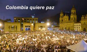 ¡Queremos paz!, gritaron miles de bogotanos este miércoles en la Plaza de Bolívar, en una manifestación a favor de la paz de Colombia.