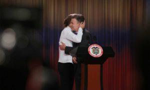 """""""Gracias a Dios, la paz está cerca. La paz es posible y es la hora de la paz"""", dijo el Presidente Santos en su primera declaración sobre otorgamiento del Premio Nobel de Paz."""