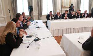 Los gobernadores del país aplaudieron al Presidente Juan Manuel Santos por haberle sido otorgado el Premio Nobel de Paz 2016.