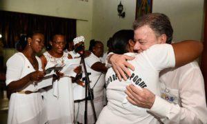Durante la misa dominical celebrada en la localidad chocoana de Bojayá, el Presidente Santos anunció que decidió donar el dinero que incluye el Premio Nobel de Paz para se dedique a la reparación de víctimas.