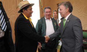 El Presidente Santos saluda a representantes de organizaciones de campesinos, indígenas y afrodescendientes, quienes manifestaron su total respaldo a los Acuerdos de Paz.