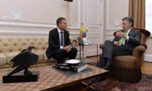 """En su reunión de hoy con el Presidente Santos, el Director del Instituto Nobel, Olav Njølstad, oficializó la decisión de otorgarle el Premio Nobel de Paz al Mandatario """"por sus decididos esfuerzos para llevar a su fin más de 50 años de guerra"""" en Colombia"""