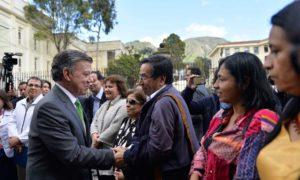 Representantes de organizaciones de derechos humanos y organizaciones sociales entregaron al Presidente Santos una carta en la que respaldan la labor realizada en la consecución de la paz.