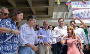 Con el desanude de una cinta, el Presidente Santos inauguró el megacolegio Las Gardenias, que beneficiará a 2.000 estudiantes del área metropolitana de Barranquilla.