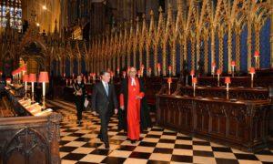 Acompañado por el Dr. John Hall, el Presidente Juan Manuel Santos en conducido en la Abadía de Westminster, durante su histórica Visita de Estado al Reino Unido.