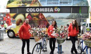 Flores y productos del país se muestran en Londres en el bus de ProColombia, que el Presidente visitó en la capital británica su Visita de Estado al Reino Unido.
