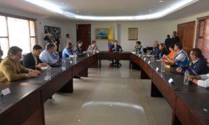 En compañía de autoridades locales y de gestión del riesgo, el Presidente Santos lideró hoy en Rionegro (Antioquia) una reunión de seguimiento a las medidas de prevención frente a posibles efectos de la temporada invernal.