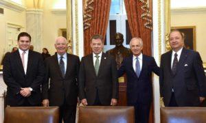 Este jueves, en Washington D.C., el Presidente Santos se reunió con el senador demócrata Ben Cardin y el senador republicano Bob Corker. Al encuentro también asistieron el Embajador en Estados y el Ministro de Defensa.