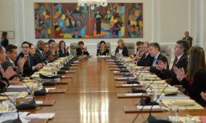 Con un fuerte aplauso al iniciarse el Consejo de Ministros, los integrantes del Gabinete expresaron su alegría por las buenas noticias relacionadas con la salud del Presidente Juan Manuel Santos, este lunes en la Casa de Nariño.
