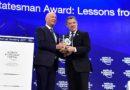 Estadista Global, en Davos, reconocimiento al pte Santos