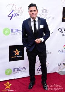 Alberto Maucó en la alfombra roja de Premios Estrellas Digitales