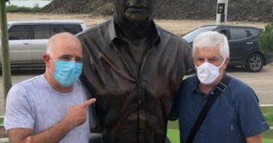 Christian Daes honra con un busto a Comesaña en la Ventana de Campeones
